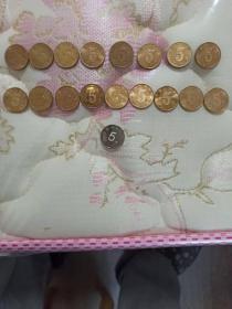 荷花5角大全套2002-2018,17枚(每年各1枚,不缺年份)另外送1枚2019年新版5角硬币,共18枚。