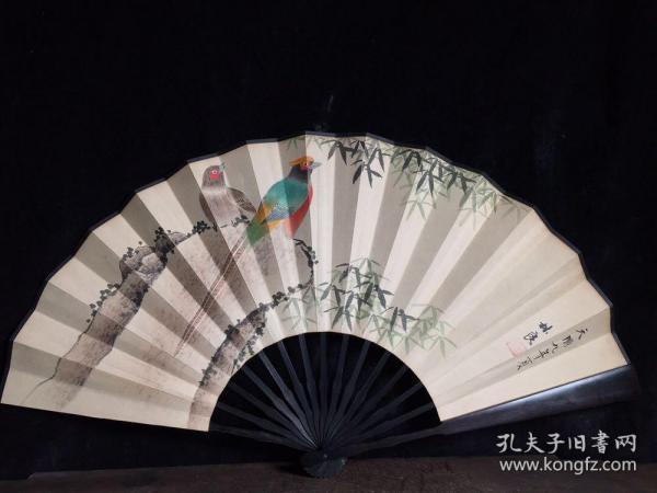 檀木折扇,长33厘米,宽61厘米,
