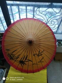 老手工绘画手工制作的油纸伞 喜鹊蹬枝,好事连连。应该是50~60 年代的。有瑕疵,但是完整。竹柄下方有点歪。