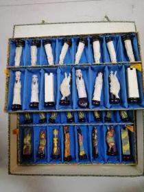 国际象棋吧,出口级骨质人物,尺寸不一,共计24枚,原装锦盒