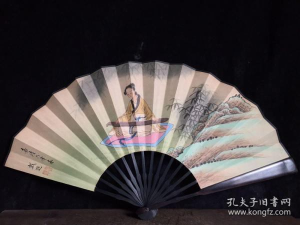檀木折扇,长33厘米,宽61厘米……
