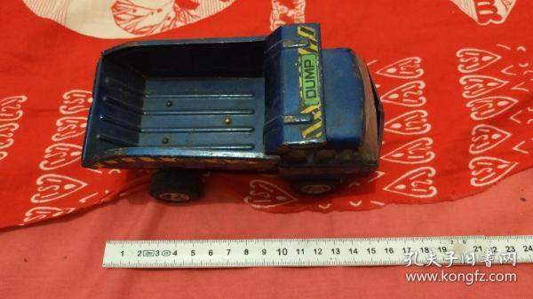 铁皮蓝色汽车玩具