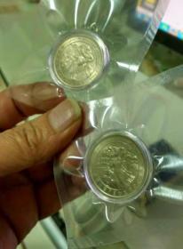 全品新疆成立40周年纪念币,原光镜面,真空保护,保真,假一罚十,每枚100元共60枚支持银行验货,特殊商品,非假不退。感兴趣的话给我留言吧!
