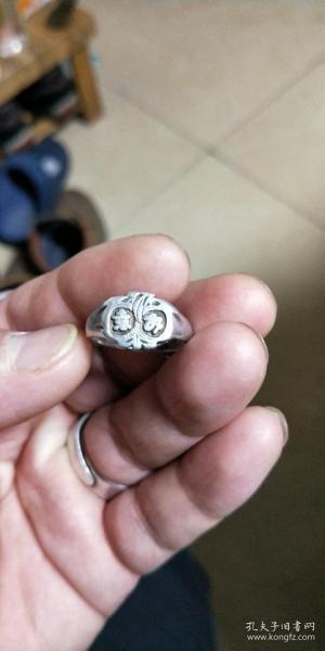 包老保真,纯银老银戒指一个,不是重量衡量的,收藏意义。民国如意戒指,喜欢的来