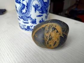 一块《小鸡》自然奇石,毛茸茸的黄色乳毛,很是可爱。