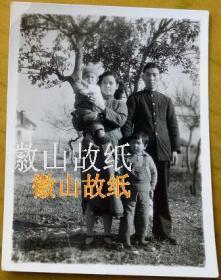 民国老照片:民国36年,家人小影。见背题。【民国上海——寿祺兄家有美女系列】