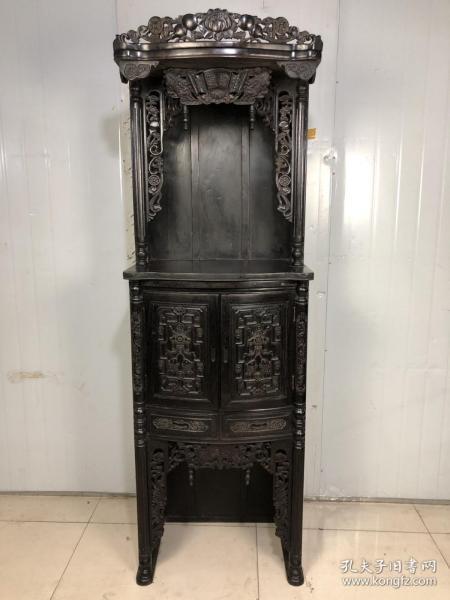 小叶紫檀招财进宝佛龛,高浮雕,满金星牛毛纹清晰,长68厘米,宽45厘米,高200厘米