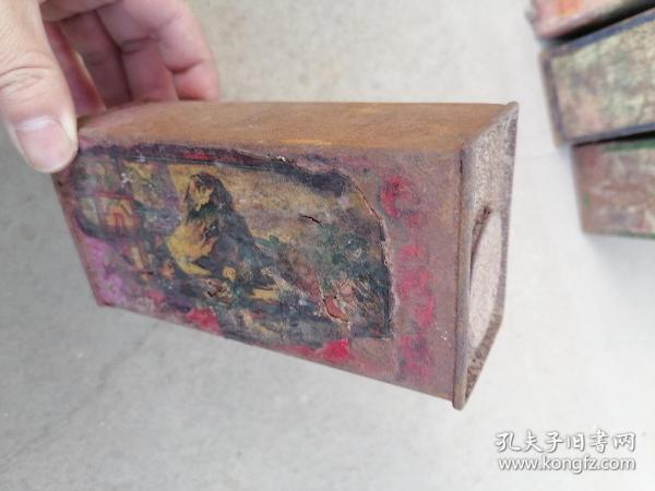 民国德国双马染料铁皮盒----八达岭图案。内有少量红染料