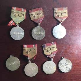 七枚少见的抗美援朝纪念章,朝鲜人民颁发给英勇作战的志愿军战士,少见,保老保真,懂得询价。