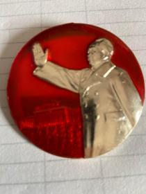 毛主席像章、背后是热烈欢呼全国[除台湾省外]山河一片红