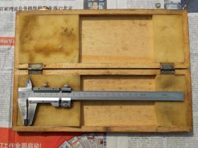 80年代初期的 天津木盒装 0-200mm 镀铬游标老卡尺
