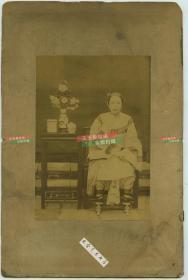 清代年轻貌美三寸金莲女人肖像蛋白照片