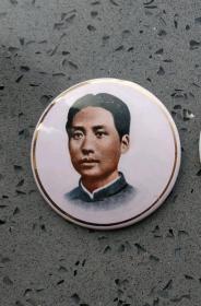 文革时期:搪瓷印制青年时期的毛主席金边像章