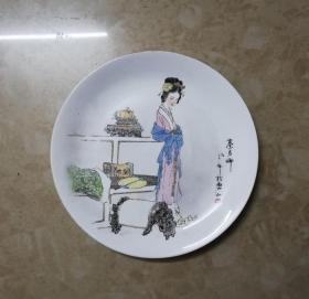秦可卿*精美的手绘浅绛彩瓷盘