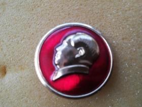 文革毛主席像章;: 红色收藏 背面 林题 做毛主席的好战士 中国人民解放军总政治部制