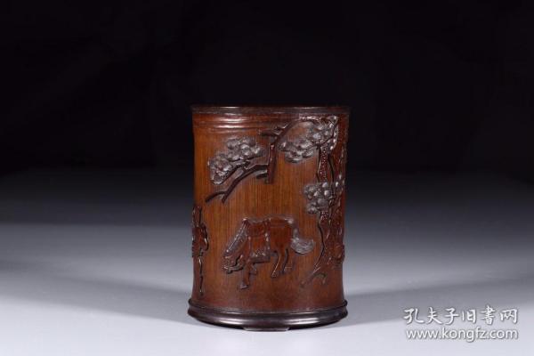 清代:竹雕牧马狩猎图笔筒