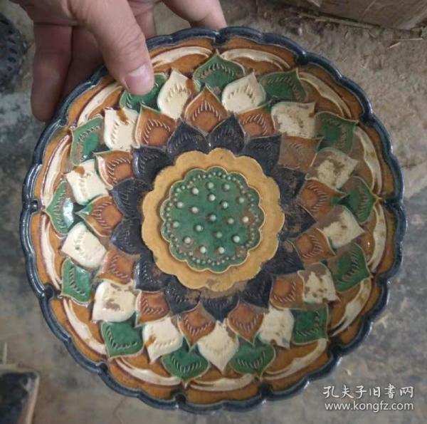 唐三彩莲花纹陶瓷盘