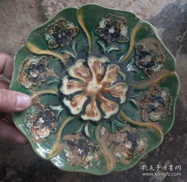 唐三彩花瓣纹陶瓷盘
