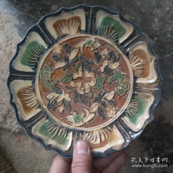 唐三彩鱼纹陶瓷盘