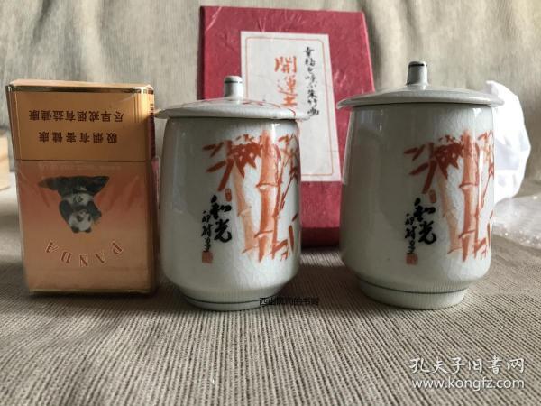 日本喜运寺  原盒夫妻杯一对 釉面开片汤吞 盖杯 带护身符 开运赤竹  日本陶磁 带底款 直径分别为:6cm、5.6cm 高分别为:8.5cm、8cm