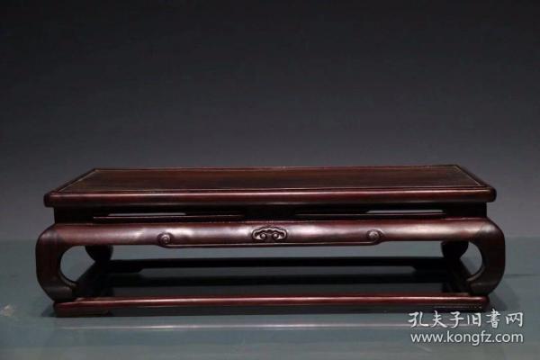 红木大烟桌 ,做工精致 ,纹理清晰 ,包浆自然厚重,长39厘米,宽22厘米,高11厘米