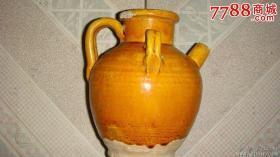 唐代黄釉酒壶、口微残、做工精美、造型大气、为传世佳品、故宫专家已鉴定、非常值得收藏。