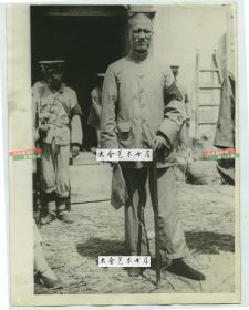 民国1924年江浙战争,太仓市浏河战役中,浙江军阀部队指挥官老照片。其又称齐卢战争, 是江苏督军齐燮元与浙江督军卢永祥之间进行的战争,第二次直奉战争的导火索。21.4X16.4厘米