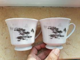 70--80年代辽宁海城陶瓷厂生产马克杯山水杯咖啡杯敞口杯茶水杯,品相完整,画片自然,典型老物件。当年用料考究,没有化学东西。价格是一对价格。