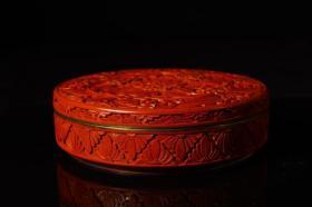 清代,剔红牡丹纹盖盒