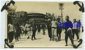 """民国1927年3月21日上海工人第三次武装起义取得胜利,4月12日蒋介石在上海发动""""四一二""""政变,当街抓捕处决共产党员、国民党左派及革命群众老照片"""