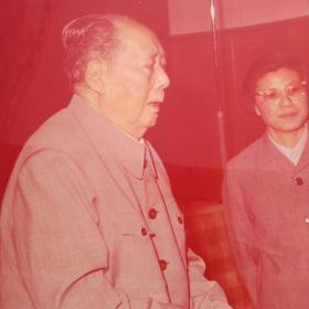 1975彩色新华社照片毛主席会见马里贵宾30Ⅹ23.3厘米孔网孤品