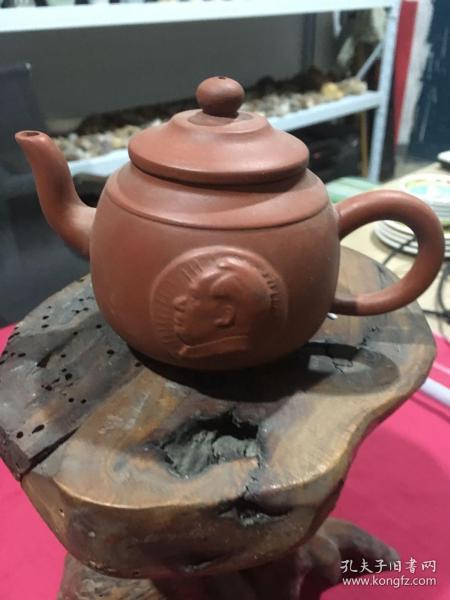 1972年宜兴汤渡陶业生产合作社出品,主席像紫砂壶一把,尺寸品相如图