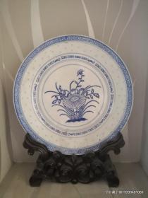 现代花卉青瓷盘
