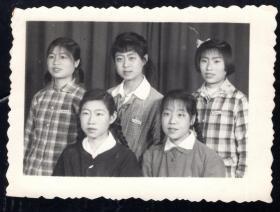 60年代兰州师院美女老照片1张(尺寸约6*8.1厘米)664