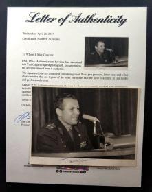"""""""进入太空第一人"""" 加加林 签名军装演讲肖像照,由三大签名鉴定公司之一PSA/DNA提供鉴定"""