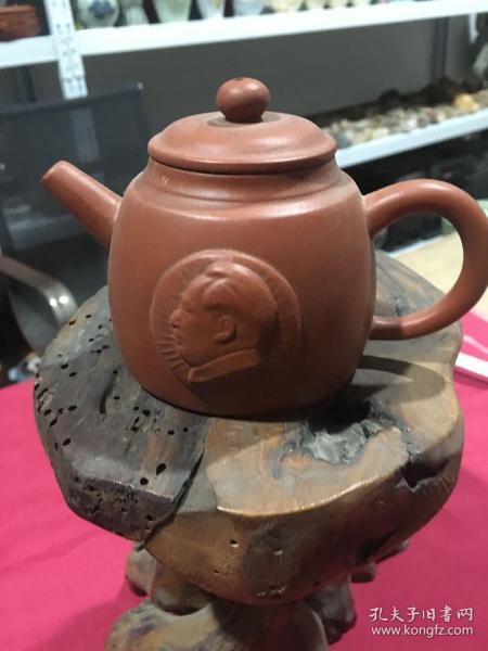 1972年,汤渡陶业合作社出品,毛主席头像紫砂壶一把,尺寸品相如图