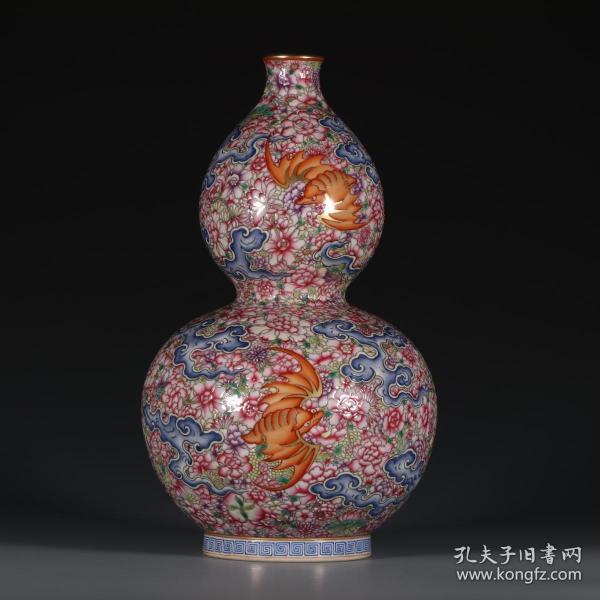大清乾隆年制款  粉彩万花五福临门葫芦瓶。