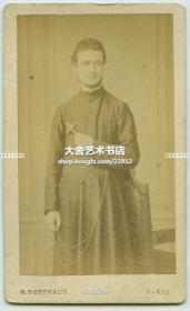 清代在中国传教的法国天主教传教士手握十字架CDV名片照老照片