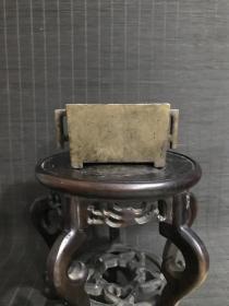 明代崇祯壬午年制款㦸耳马槽形宣德炉,包浆熟美,内膛干净,底款犀利,口径11厘米,重708克。文房清供珍品。