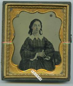 清代玻璃版安布罗夫法照片-- 年轻女孩的肖像