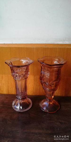 老玻璃花瓶 —— 两个不一对!