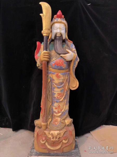 汉白玉画彩关公神像一尊,选材上乘,整块玉石精雕而成,开脸威武霸气,衣服色彩鲜艳,包浆老道,成色如图。