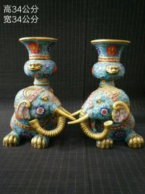 旧藏景泰蓝铜胎鎏金掐丝珐琅彩喜象瓶摆一对,此对藏品造型经典,色彩艳丽,高贵典雅。