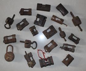 古代老铁锁铜圆形形钥匙方形异形刻花锁密码锁老锁子古董收藏