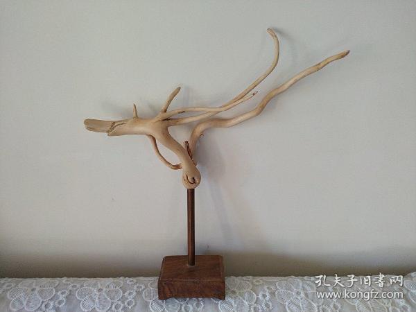 七匹狼  根雕  花梨木底座  中间以铜管相连  可以挂一些小物件  可当一小摆件