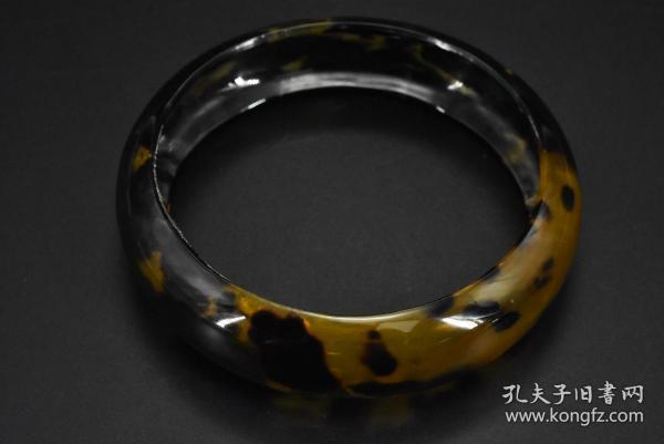 (乙9602)《U形款实心手镯》一件 顶级材料 内径约为:6.49cm 手镯厚度约为 0.16cm 重13.11g 佩戴优美