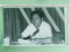 中国共产党怒江傈僳族自治州代表大会   州委副书记李如林讲话( 大尺寸黑白新闻老照片、原始照片)