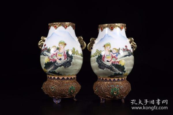 清代:珐琅彩西洋人物包金赏瓶一对