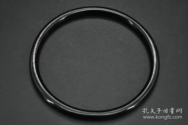 (乙9900)《圆款实心手镯》一件 顶级材料 内径约为:6.2cm 手镯厚度约为 0.49cm 重5.15g 佩戴优美