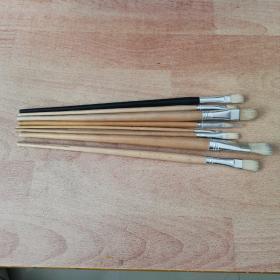 油画笔8支,80年代老货,没有用过,以图为准,有1.4.5.6.7.8.10.11号,运费请选择快递。